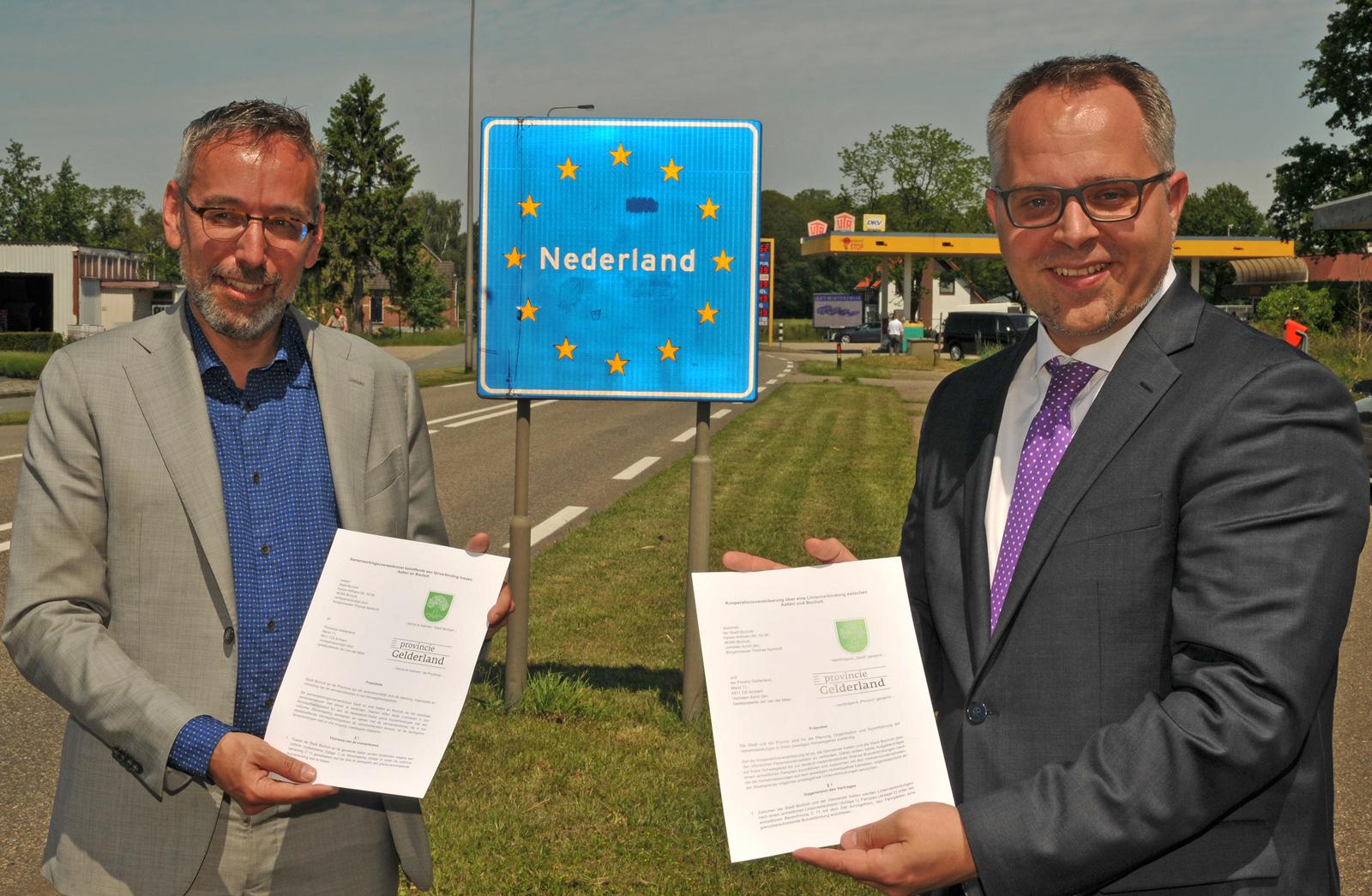 Jan Van De Meer Thomas Kerkhoff Vereinbarung Betrieb Buslinie C 11 Bocholt Aalten 1 ©Bruno Wansing Stadt Bocholt